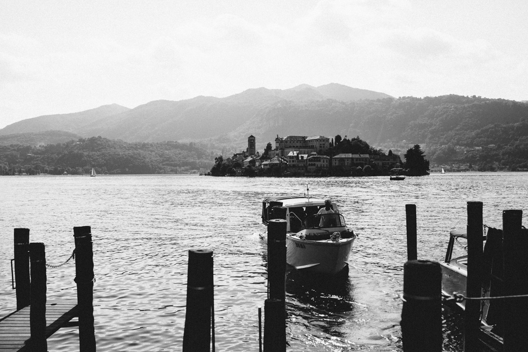 orta-black-white-100